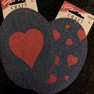 Bilde av Jeanslapper, små røde hjerter